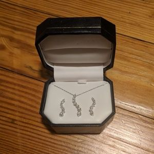 Jewelry - NWT matching formal necklace earrings set prom